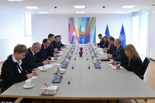 С НАТО согласованы дальнейшие шаги по реформированию ВСУ