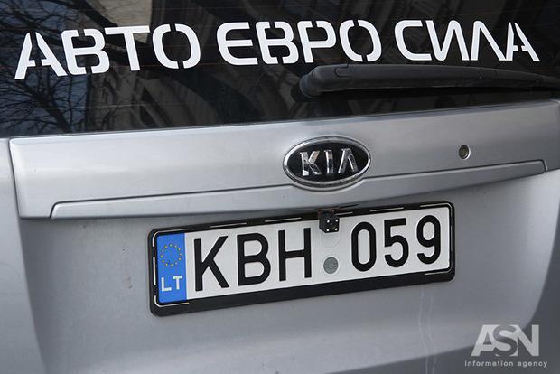 Рада прийняла за основу законопроект про розмитнення авто на єврономерах