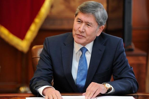 Президент Кыргызстана не полетел в РФ из-за опасений госпереворота
