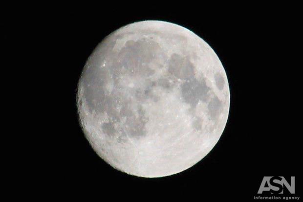 Суперлуние: вночь на4декабря земляне увидели огромную ияркую Луну