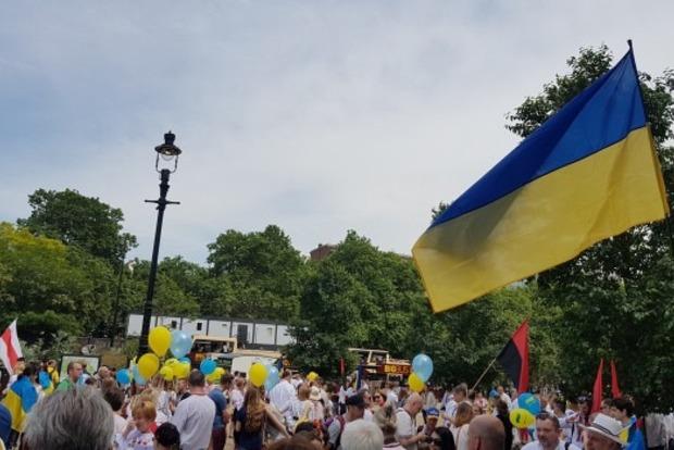 В Лондоне украинцы отметили День вышиванки маршем