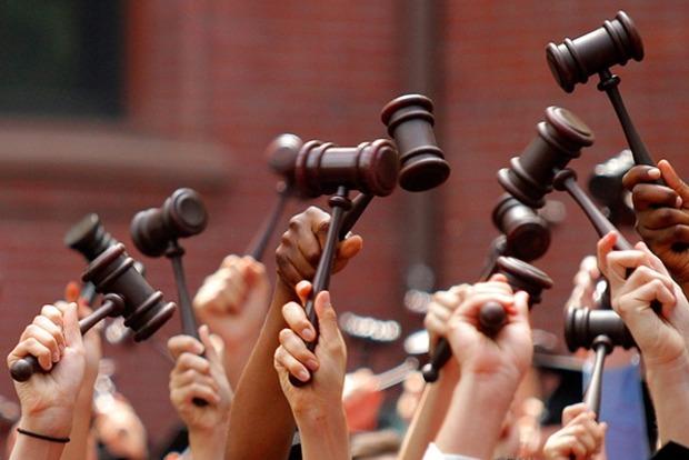 Перезагрузка судов по-украински: отложенный старт