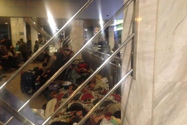 Роми окупували центральний ж/д вокзал в Києві