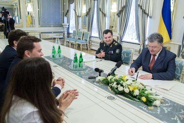 Президент ввел систему PROZORRO для закупок в оборонной сфере