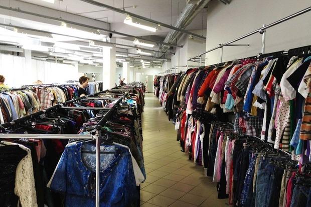 В Броварах прокуратура разоблачила благотворительный фонд, который продавал одежду