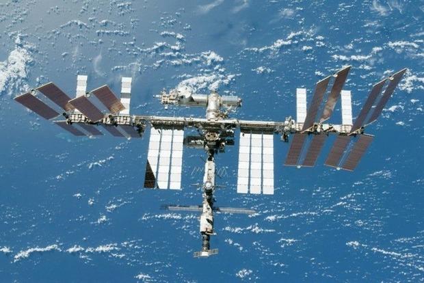 Роскосмос назвал поломку системы подачи кислорода неопасной  и предложил залатать проблему... скотчем