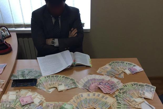 Прокурор Донецкой области требовал от бизнесмена взятку в 800 тысяч российских рублей