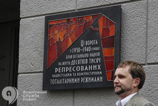 ВУкраїні закликали демонтувати радянський герб змонумента «Батьківщина-мати»
