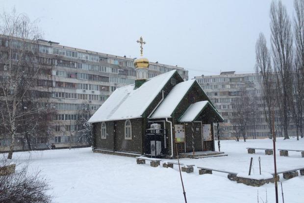 Вандалов, которые забросали храм УПЦ МП «коктейлями Молотова», зафиксировали камеры видеонаблюдения - полиция