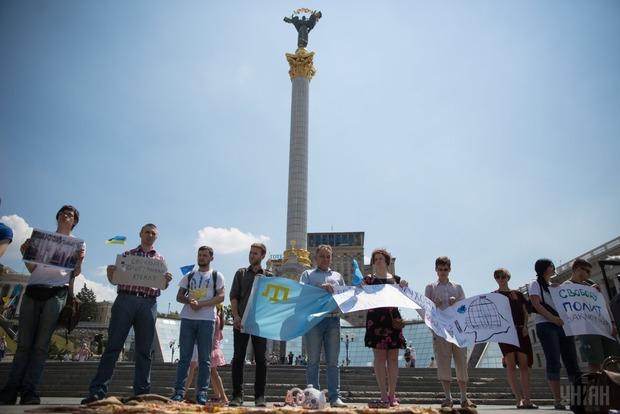 На Майдане состоялась акция в поддержку крымскотатарских политзаключенных