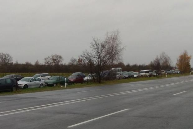 Кладбище евроблях. На границе с Венгрией брошенные авто разбирают на части