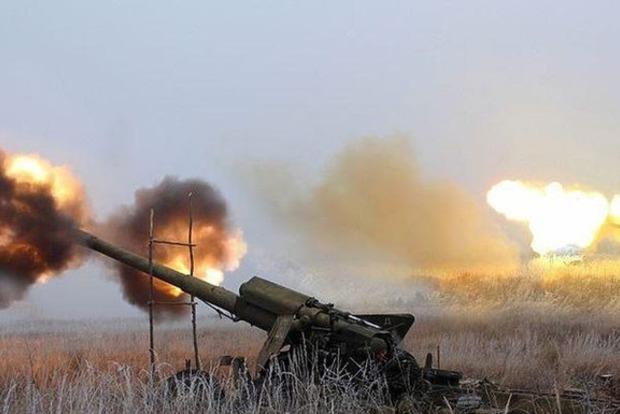 Террористы обстреляли поселок в Донецкой области, ранена женщина