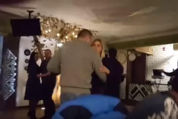 За танцы под песню Газманова полицейские Тернополя отправятся в АТО