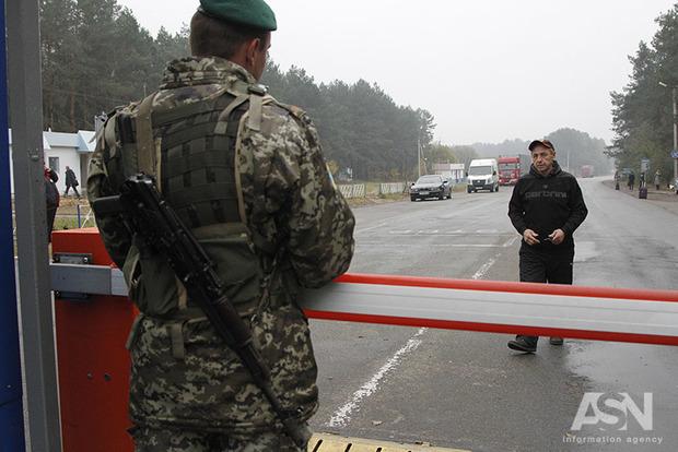 Снайпер боевиков «ДНР» ранил украинского пограничника на КПВВ «Марьинка»