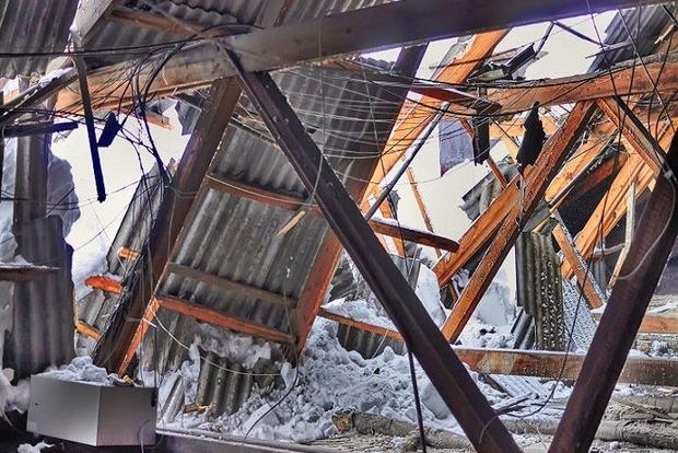 Под Харьковом из-за снега обрушилась крыша в 16-квартирном доме