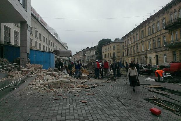 Во Львове рухнула стена дома