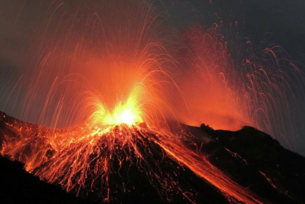 Проснулся один из самых опасных вулканов в мире. Жителей эвакуируют