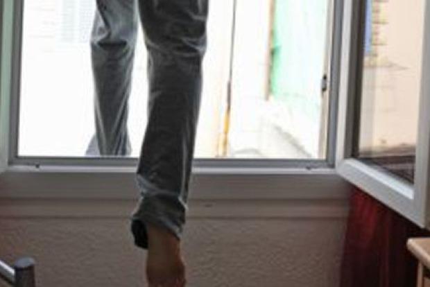 Во Львове из окна больницы выбросился мужчина