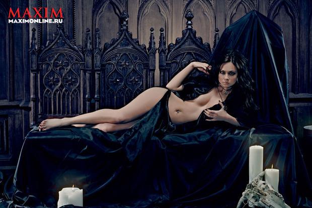 Зірки «Універа» помірялись сексуальністю: гарячі фото красунь