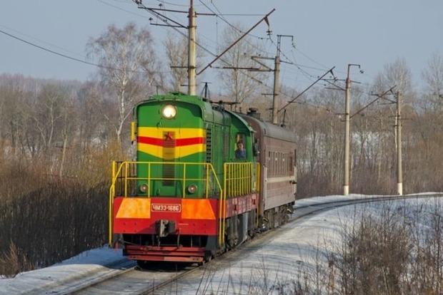 На Одесской железной дороге поезд протаранил школьный автобус