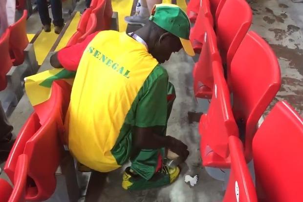 Культурний шок: як японські і сенегальські вболівальники після себе стадіони на ЧС-2018 прибирають