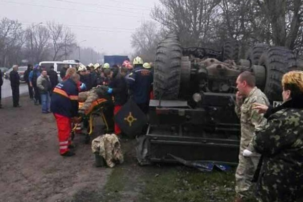 У Запоріжжі перекинулась військова вантажівка водій загинув