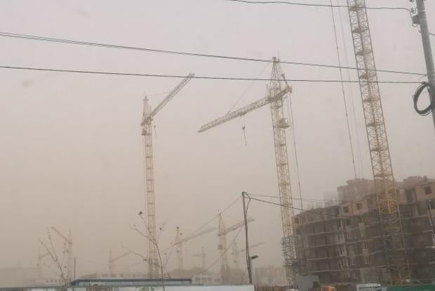 Донецк накрыла пыльная буря, на подходе еще одна