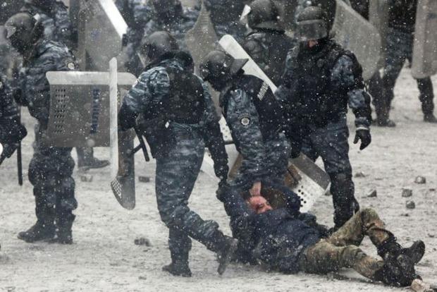Экс-беркутовец, подозреваемый в убийствах на Майдане, бежал в РФ