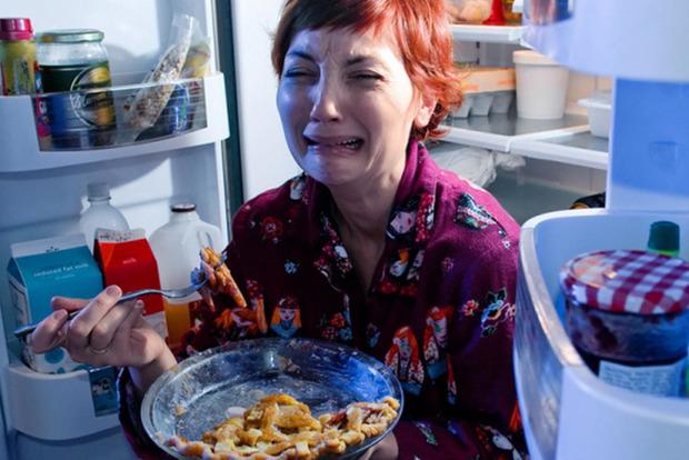 Наедайтесь днем: любители ночного перекуса рискуют заболеть раком