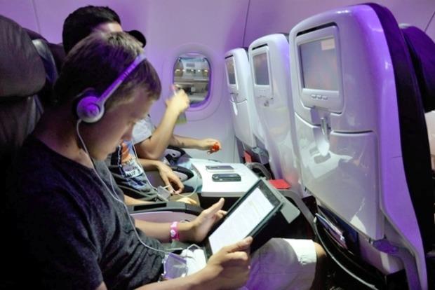 США запретят пользоваться крупными гаджетами пассажирам нескольких авиакомпаний
