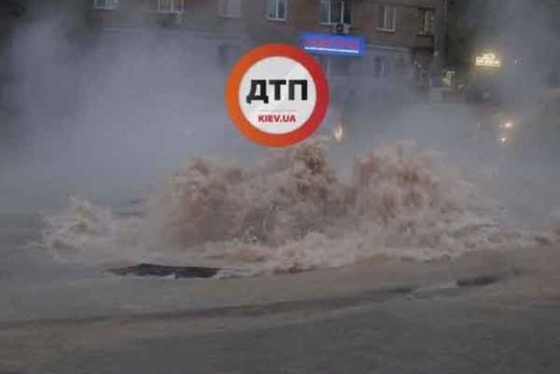 Масштабная авария в Киеве. Караваевы Дачи залило кипятком