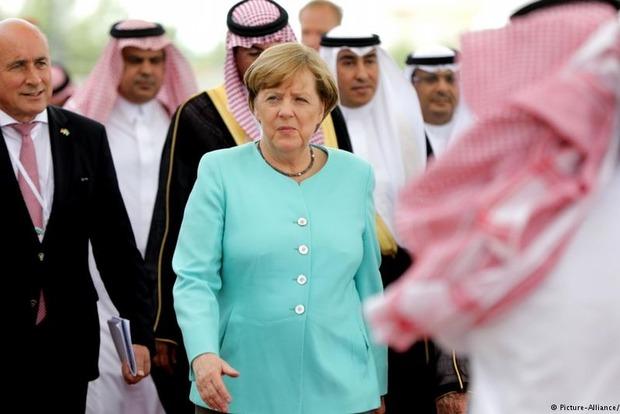 Ангела Меркель отказалась носить головной убор в Саудовской Аравии