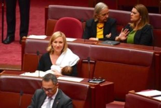 Сенатор Австралии стала первой кормящей матерью в парламенте