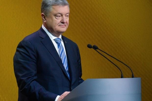 Порошенко поручил проверить чиновников с родственниками в Крыму