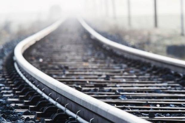 Во Львове под колесами поезда погиб 20-летний военный
