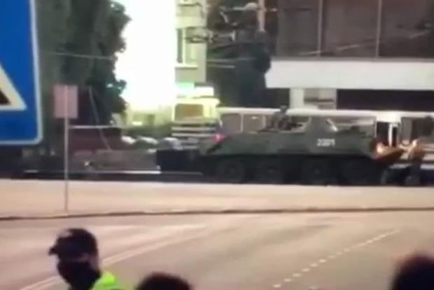 Штурм автобуса закончился. Террориста упаковали, как и его сообщника