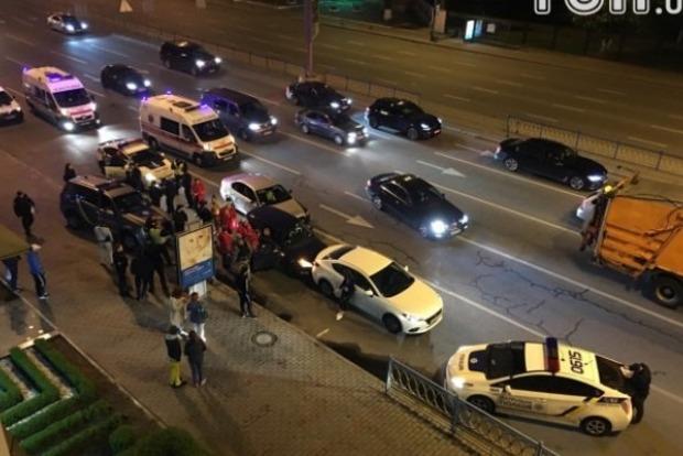В центре Киева во время погони с полицией девушка устроила тройное ДТП