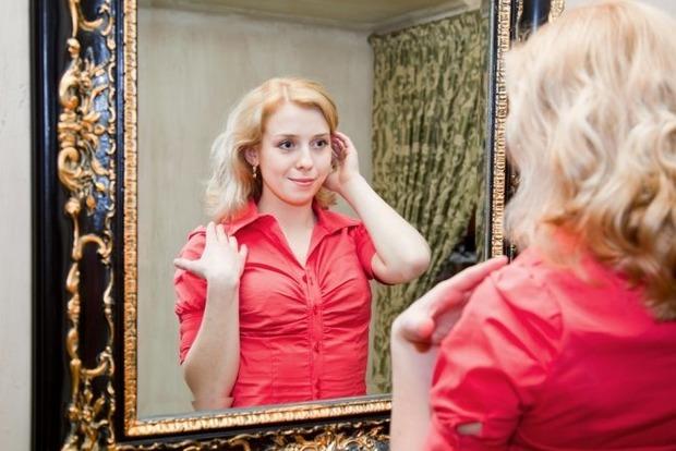 10 слов, которые полезно говорить перед зеркалом, чтобы привлечь любовь и удачу