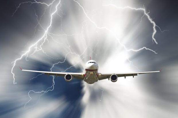 Молния попала в самолет при посадке в Сочи