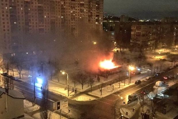 В Киеве ночью на Березняках горело кафе
