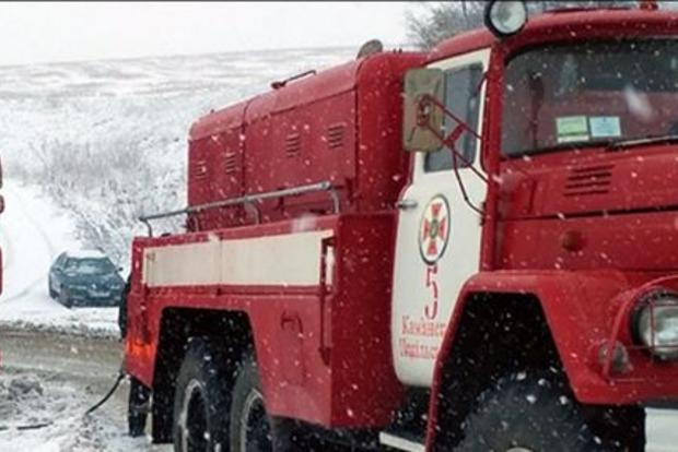 На юге Украины из-за снегопадов ограничили движение фур