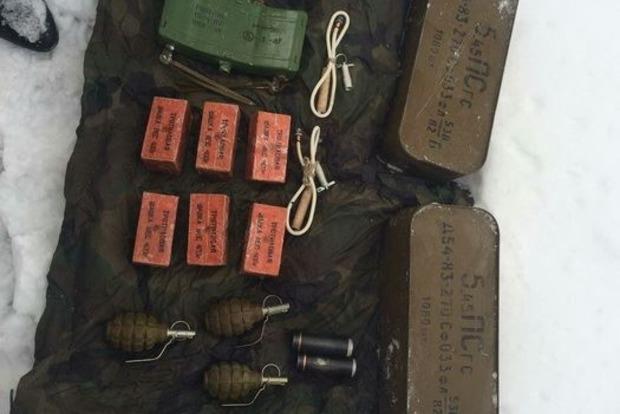 В Донецкой области обнаружили тайник со взрывчаткой