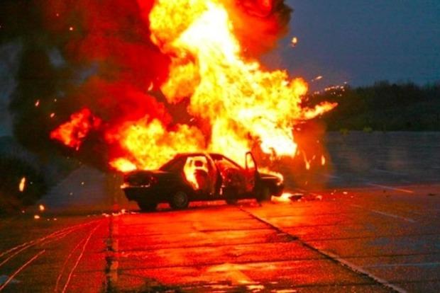 В центре Донецка взорвался автомобиль, мужчине оторвало ноги