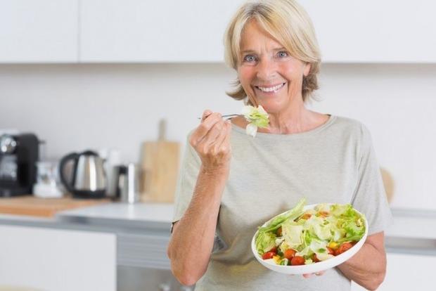 Отодвигаем старость и болезни: Как женщине питаться после 50 лет