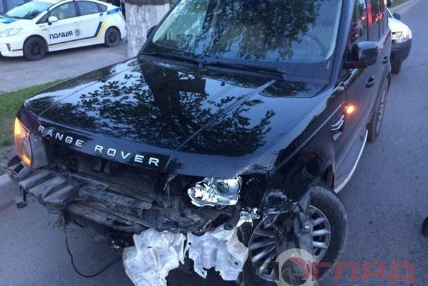 Пьяный ректор университета в Тернополе устроил аварию и сбежал с места ДТП