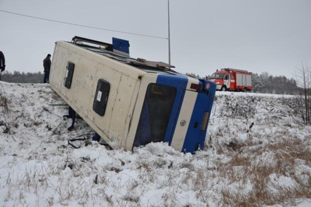 В Сумской области перевернулся автобус с пассажирами