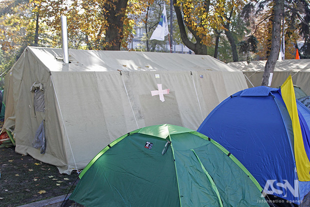 Палаточный городок под Радой остро нуждается в одном свитере и 20 трусах