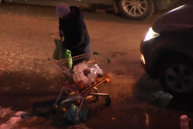 Россияне уже дерутся за испорченные продукты в мусорках