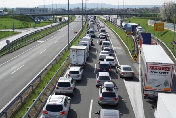 Словения отменила действие усиленного режима проверок документов, из-за огромных очередей