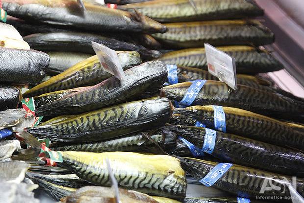 ВоЛьвове посадили под домашний арест продавщицу отравленной копченной рыбы